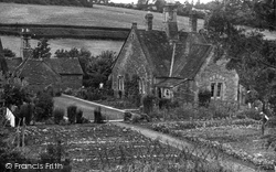 The Garden, Arkwright's Almshouses c.1960, Hope Under Dinmore