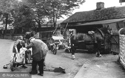 Working At The Smithy 1932, Hope