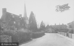 Horley, Church Road And Six Bells Hotel 1922