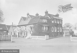 Horley, The Chequers Hotel 1922