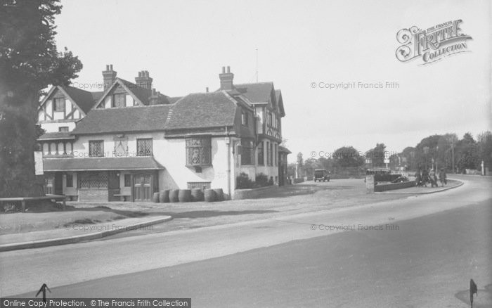 Photo of Horley, The Chequers Hotel 1933