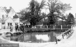 Horley, The Chequers Pond 1905