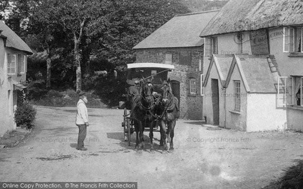 Photo of Horns Cross, Carriage, Hoops Inn 1906