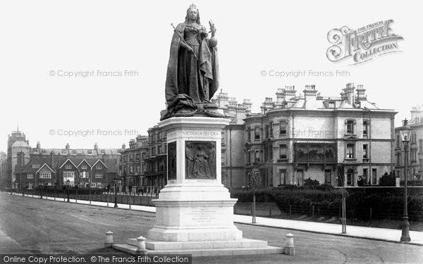 Hove, Victoria Statue 1902