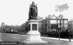 Victoria Statue 1902, Hove