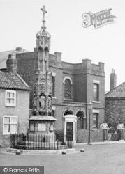 Howden, Bridgegate Cross c.1955
