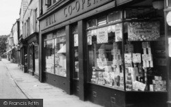 Hull Co-Operative Store c.1960, Howden