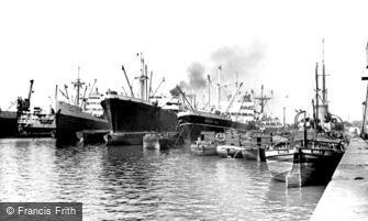 Hull, Alexandra Dock c1955