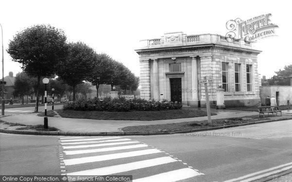 Photo of Hull, Savings Bank c1965