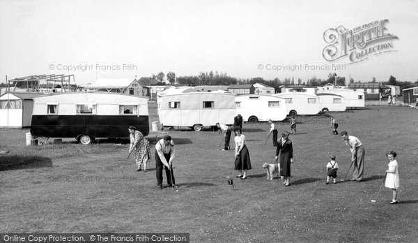 Humberston, Beacholme Holiday Camp Putting Green c.1955