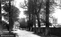 The Avenue 1903, Hungerford