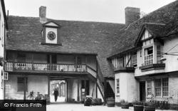 Huntingdon, George Hotel Yard c.1950