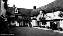 Huntingdon, George Hotel Yard c.1960