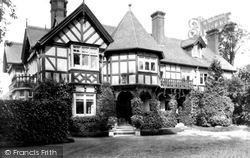 Huntingdon, Hinchingbrooke, The Cottage 1907