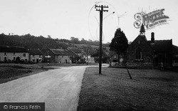 Hutton-Le-Hole, The School And Green c.1955