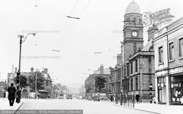 Hyde, Market Street and Town Hall c1955