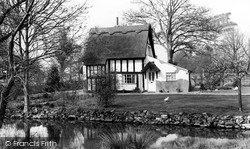 Thatched Cottage c.1960, Ickleford