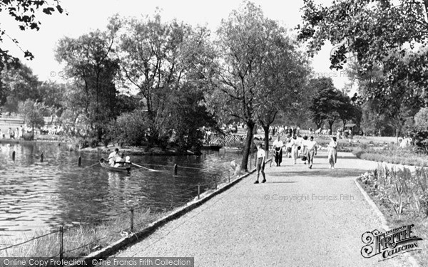 Photo of Ilford, Lake Side, Valentine's Park 1949
