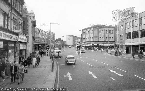 Photo of Ilford, The Broadway c.1965