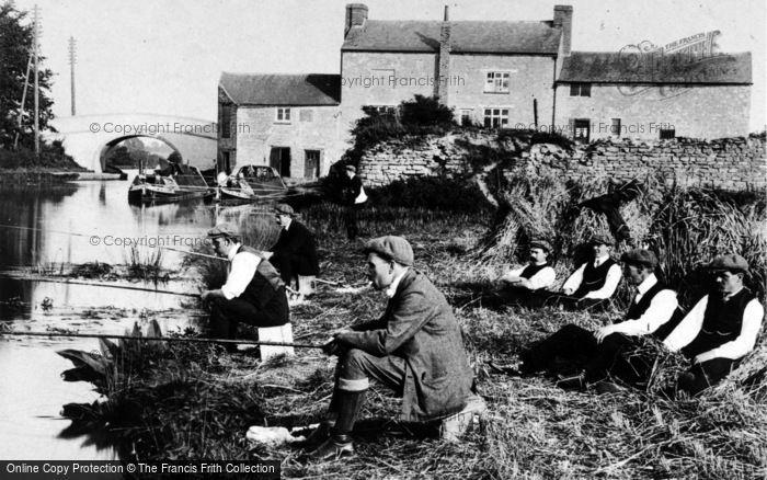 Ilkeston, Fishermen By The Bridge Inn, Cotmanhay c.1910