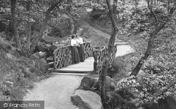 Ilkley, Ladies In Hebers Ghyll 1911