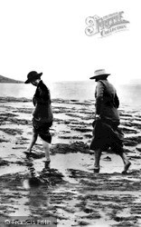 Inveraray, Women By The Loch c.1915