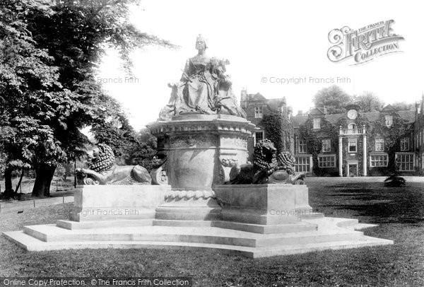 Ipswich, Christchurch Park, Queen Victoria Statue 1904