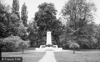 Ipswich, the War Memorial c1955