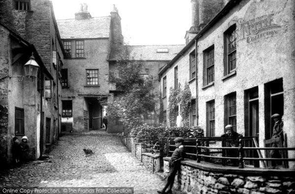 Photo of Kendal, Highgate, Dr Manning's Yard 1914