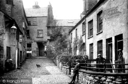 Kendal, Highgate, Dr Manning's Yard 1914