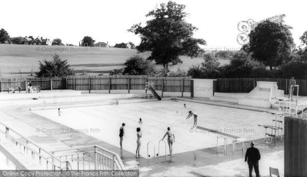 Kenilworth, Abbey Fields Swimming Pool c1965