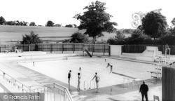 Kenilworth, Abbey Fields Swimming Pool c.1965