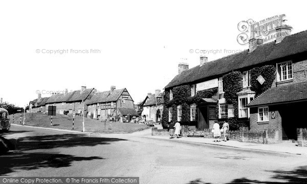 Kenilworth, the Queen and Castle Hotel c1960