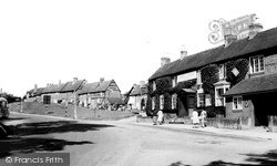 Kenilworth, The Queen And Castle Hotel c.1960