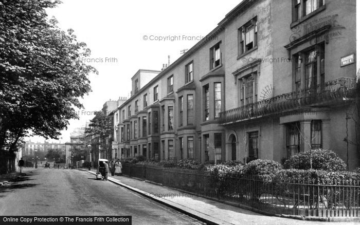 Kensington, Gloucester Walk 1906