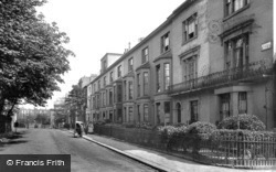 Kensington, Gloucester Walk 1906