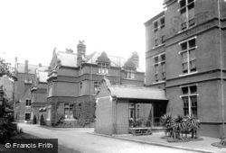 Infirmary 1904, Kensington