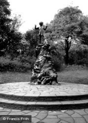 Kensington, Peter Pan Statue 1964