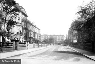 Kensington, Vicarage Gardens 1906