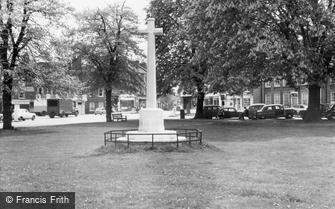 Kew, the War Memorial c1960