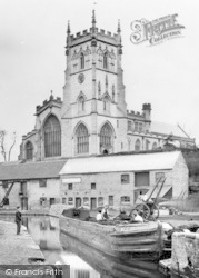 Kidderminster, Barge And St Mary's Parish Church c.1900