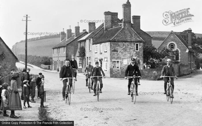 Kidderminster, Cyclists In Worcester Road, Hoobrook c.1900