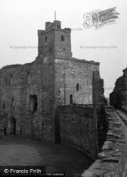 Castle, The Walls And Gatehouse 1953, Kidwelly