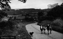 Children Near The White Horse c.1955, Kilburn