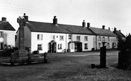 Kilkhampton, Memorial and Street c1933