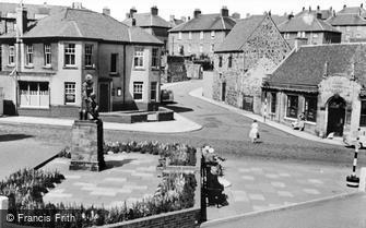 Kinghorn, War Memorial c1965