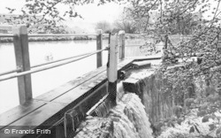 Kings Langley, Grand Union Canal, The Weir c.1960