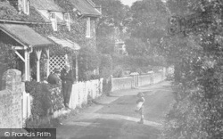 Child In Upper Street 1918, Kingsdown