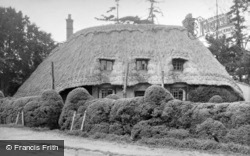 Thatched Cottage 1950, Kingston Lisle