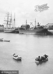 Kinmel Bay, Ships In The Foryd Harbour c.1935
